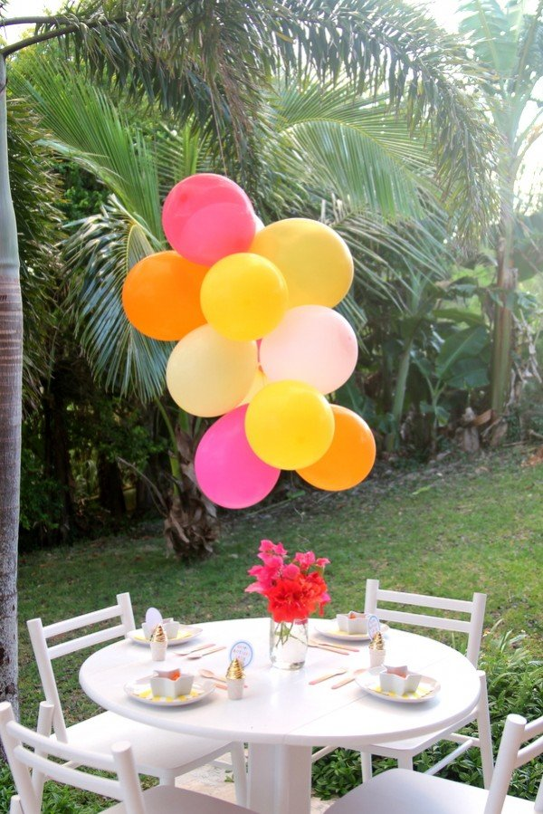 9 decorative balloon chandelier ideas guide patterns for Balloon decoration instructions