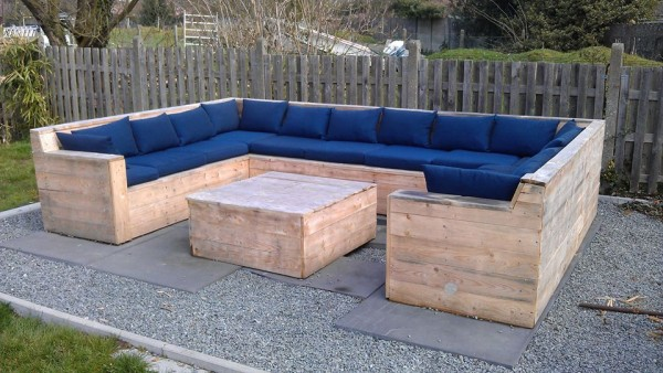 24 diy plans to build a bench from pallets guide patterns for How to make furniture out of wood pallets