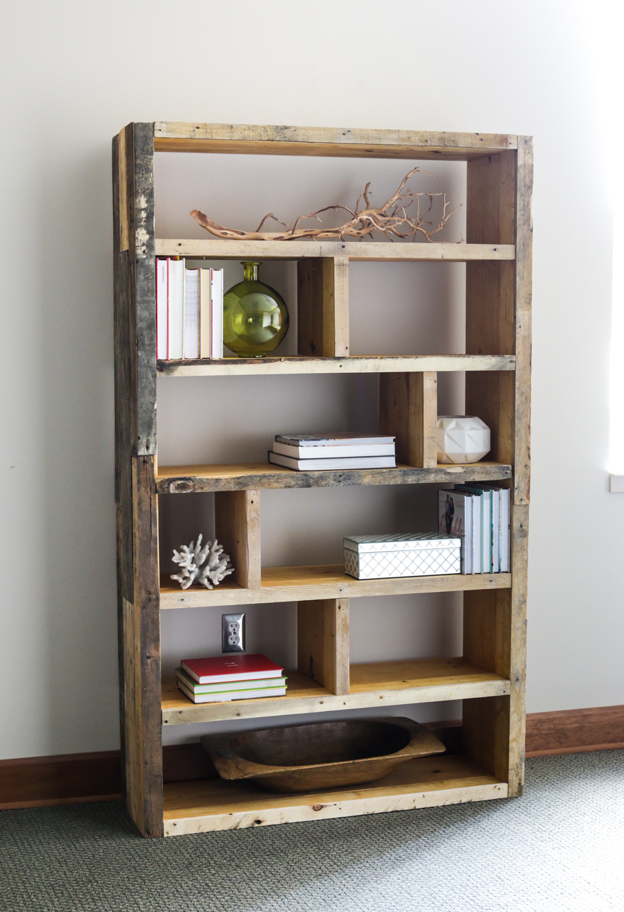 18 Detailed Pallet Bookshelf Plans and Tutorials | Guide Patterns