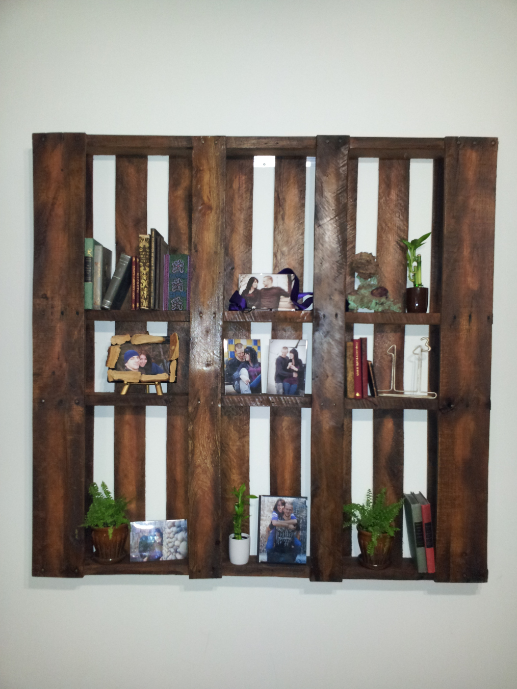 Wall Bookshelf 18 Detailed Pallet Bookshelf Plans And Tutorials Guide Patterns