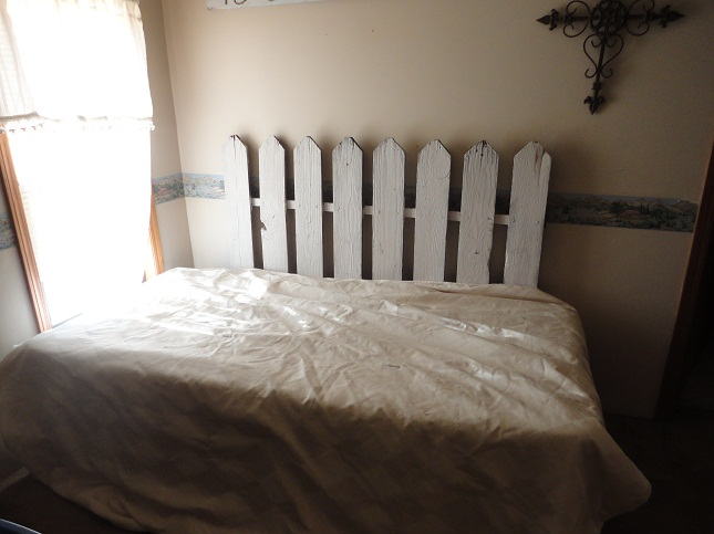 14 Picket Fence Headboard Plans for a Country Look | Guide ...
