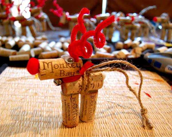 16 diy wine cork reindeer ornaments to try this christmas for Youtube lavoretti per natale