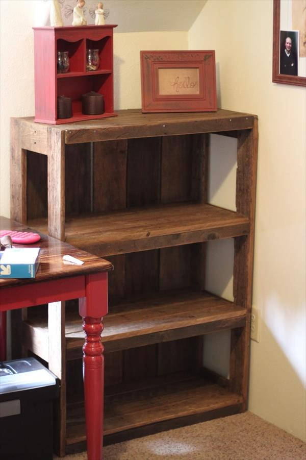 18 Detailed Pallet Bookshelf Plans And Tutorials Guide Patterns