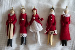 Christmas Clothespin Dolls