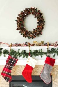 How to Make a Pine Cone Wreath Picture