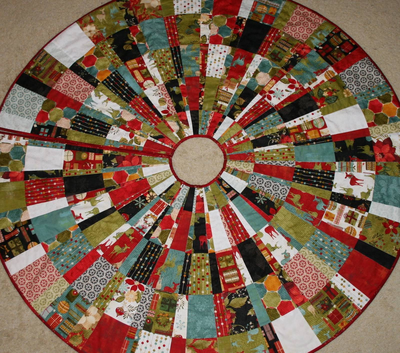 Free Quilt Patterns Christmas Tree : 20 Free Quilted Christmas Tree Skirt Patterns Guide Patterns