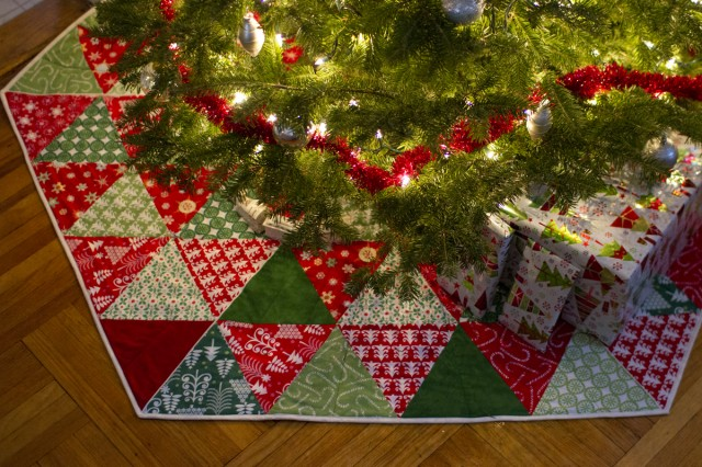 How to Choose a Christmas Tree Skirt recommend