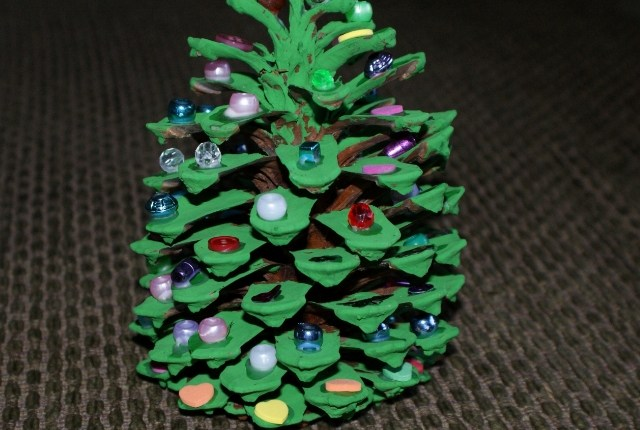 Christmas Crafts Out Of Pine Cones