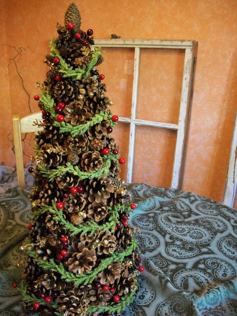 17 diys to make a pine cone christmas tree guide patterns. Black Bedroom Furniture Sets. Home Design Ideas