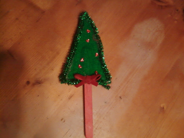 popsicle stick and pipe cleaner christmas tree - Pipe Cleaner Christmas Tree