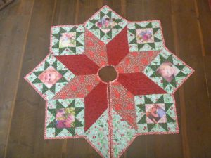 Quilted Country Christmas Tree Skirt