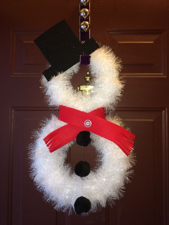 26 diy tutorials and ideas to make a snowman wreath for Snowman made out of burlap
