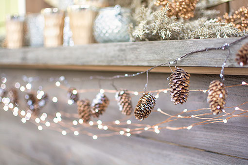 15 Ways To Make A Pinecone Garland Guide Patterns