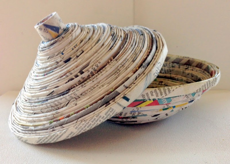 36 tutorials for weaving a basket out of newspaper guide for Things to make out of recycled items