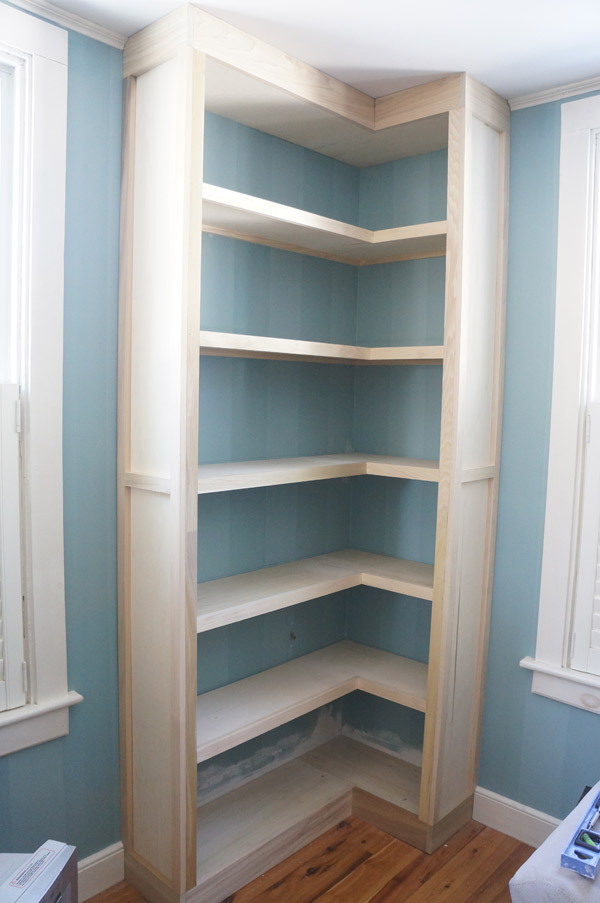 How to make a corner bookshelf 58 diy methods guide for Large bookcase plans