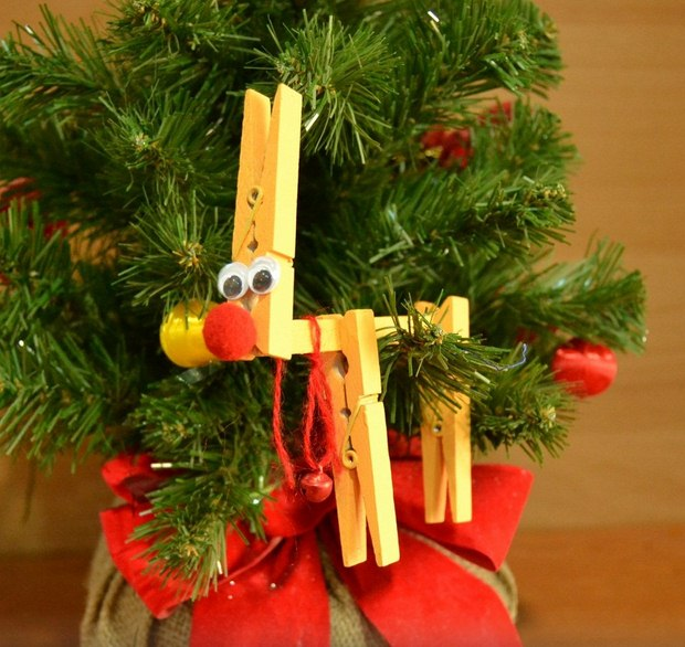 26 Clothespin Reindeer Ornament