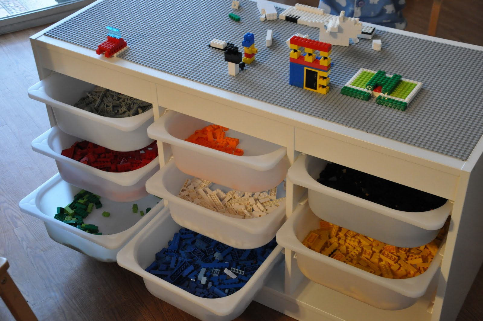 50+ DIYs To Build A Lego Table