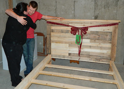 27 diys to make bed frames out of pallets guide patterns for Pallet bed frame instructions
