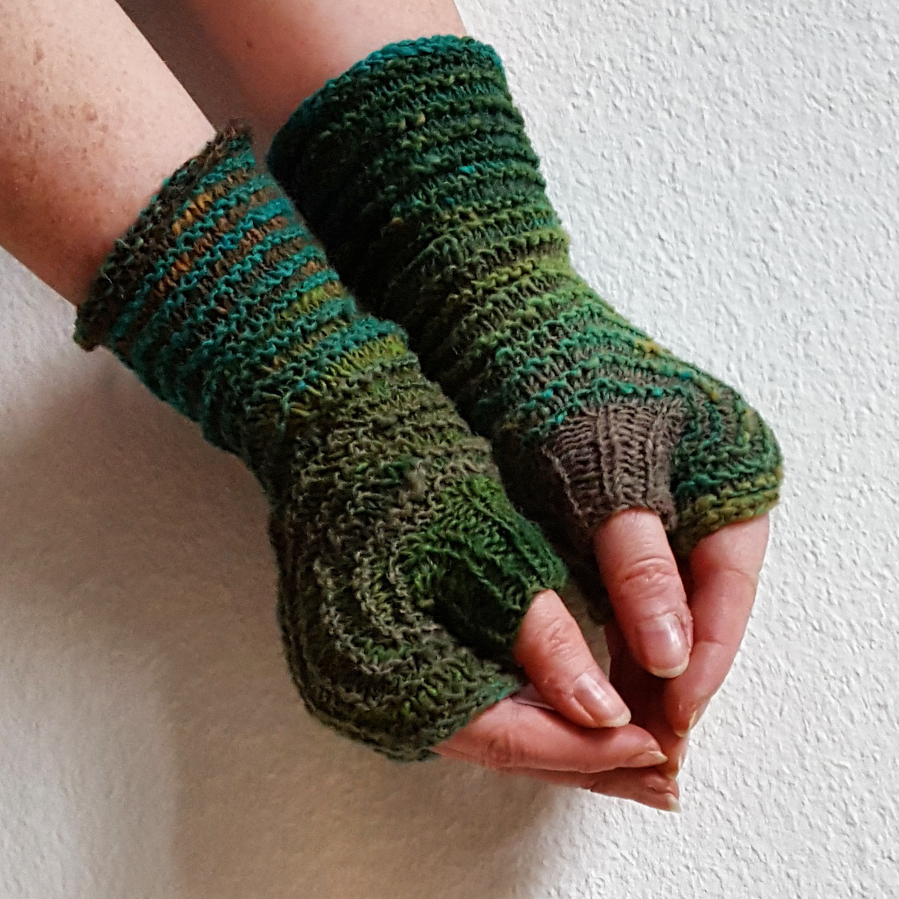 Fingerless Gloves Knitting Pattern Circular Needles Magnificent Ideas