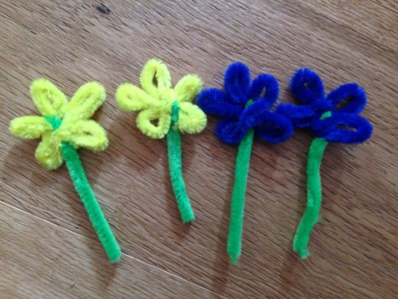 24 ways to make pipe cleaner flowers