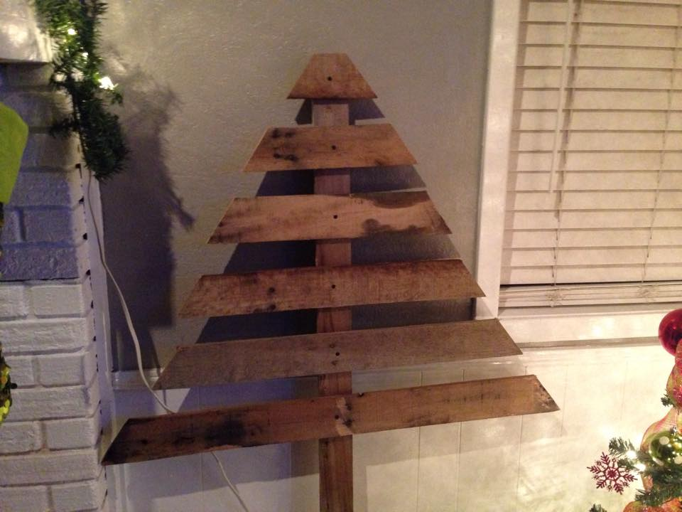 19 Ways To Make A Wood Pallet Christmas Tree Guide Patterns