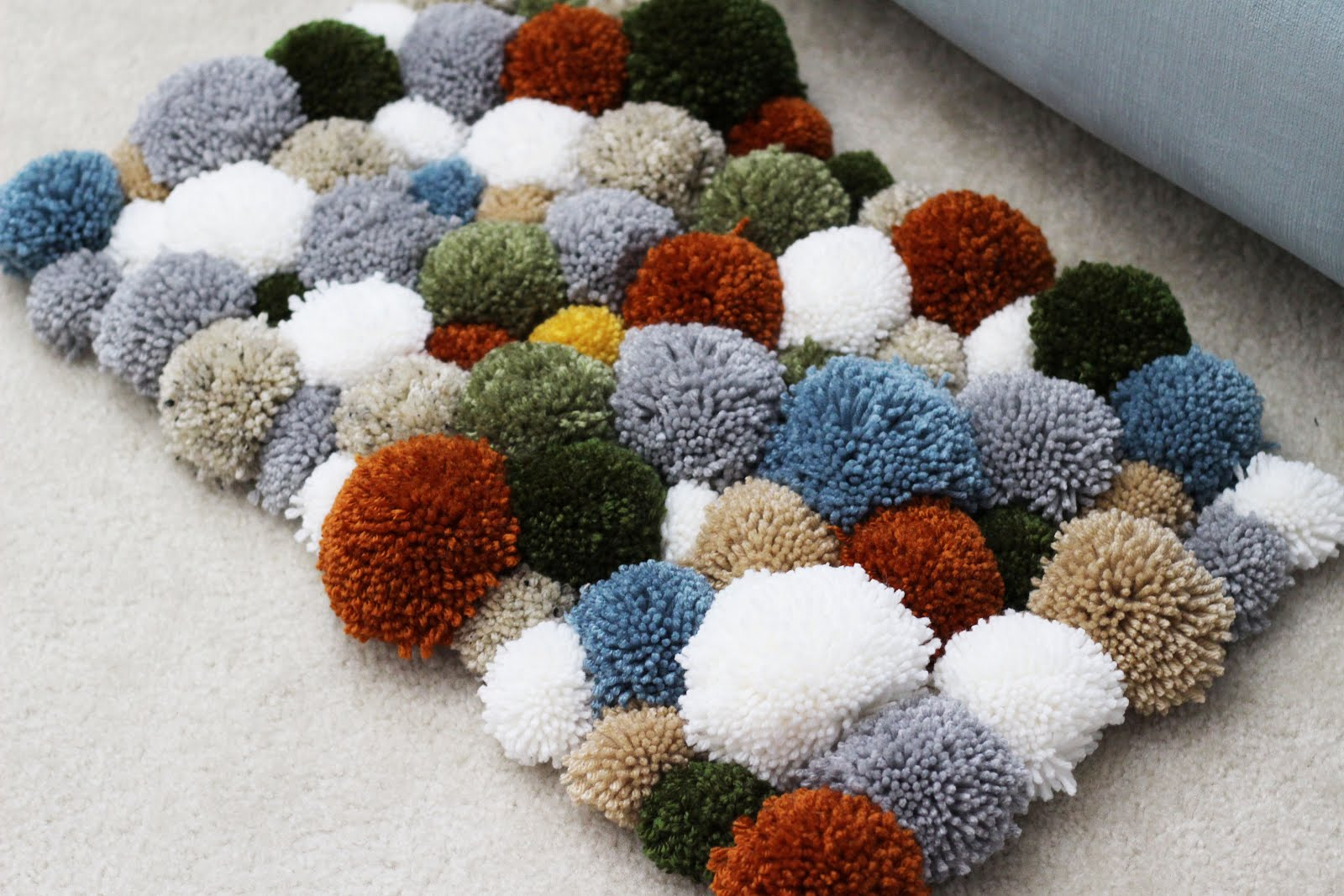 22 Ways To Make A Pom Rug Guide