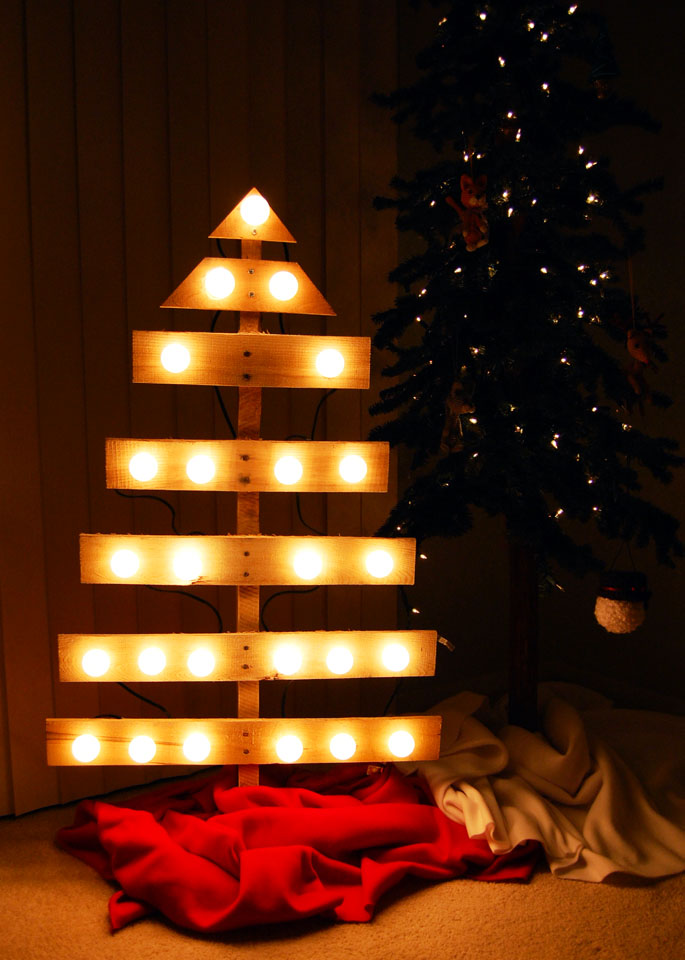 19 Ways to Make a Wood Pallet Christmas Tree | Guide Patterns