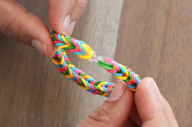 how to make rainbow loom bracelets with your fingers
