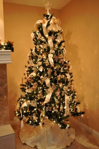 Decorating Christmas Tree With Ribbon - How To Put Ribbon On A Christmas Tree: 20+ Decorating Ideas Guide