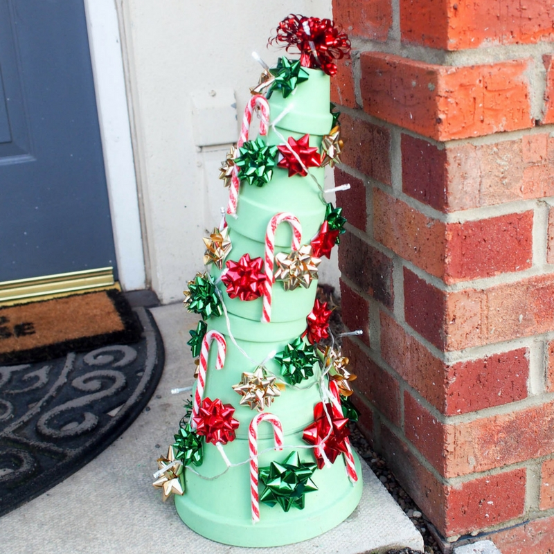 How to Make a Grinch Christmas Tree: 12 DIY Decoration ...
